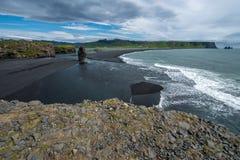 Dyrholaey strand och klippor Arkivbilder