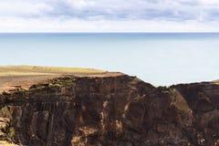 Dyrholaey udde i Island Arkivfoton