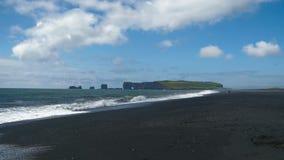 Dyrholaey vulkanisk strand på sydkusten av Island lager videofilmer