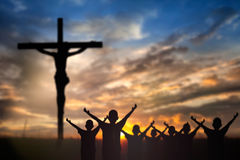 Dyrkan Jesus på korset Royaltyfri Foto