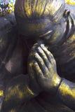 Dyrkanen för händer för staty` s Arkivbild