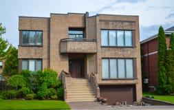 Dyrt hus i Montreal Arkivbild