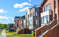 Dyrt modernt hus med enorma fönster i Montreal Royaltyfria Foton