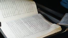 Dyrygent w orkiestry jamie Studiuje Szkotową muzykę obraz stock