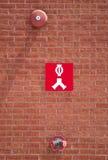 Dysa för ventil för anslutning för vatten för eldsläckare för sprinkleranläggning för vägg för tegelsten för byggnad för brandför Royaltyfri Foto
