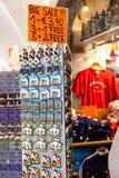 Dyskontowi Pamiątkarscy fridge magnesy przy Innsbruck Austria Zdjęcie Stock