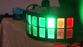 Dyskoteki lekki lumiere błyśnie różnego koloru tło zdjęcie wideo