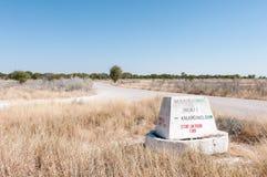 Dystansowy markier na C38-road między Namutoni i Halali Zdjęcie Royalty Free
