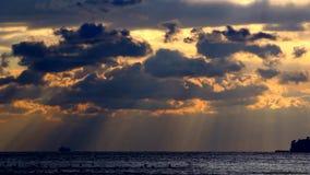 Dyster seascape och tunga moln, horisont, horisont lager videofilmer