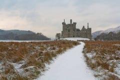 Dyster slott med spökar royaltyfri bild