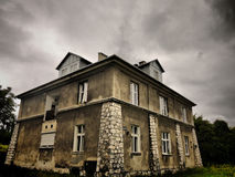dystert hus Arkivfoto