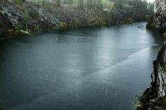 Dystert väder med regn i kanjonen ursnygg liggande royaltyfria bilder