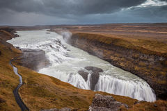 Dystra himlar över den väldiga Gullfossen Fotografering för Bildbyråer