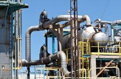 Dystyngowany Ponaftowy zakładu petrochemicznego Smokestack rurociąg Fotografia Stock