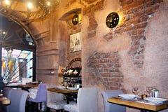 Dystyngowany wnętrze mała restauracja Zdjęcie Royalty Free