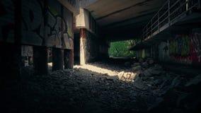 Dyszel światło W Grungy terenie Pod mostem zdjęcie wideo