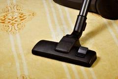 Dywanowy vacuuming, sanitarny przywrócenie czystość od śmieci Utrzymywać bezpieczną higieny czystość, wydajny usunięcie obraz royalty free