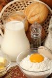 Dzbanek mleko, masło i mąka, fotografia stock