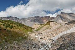 Dzenzur火山-堪察加半岛活火山夏天视图  库存图片