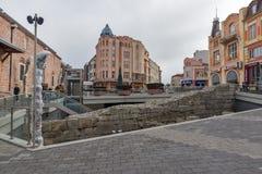 Dzhumaya moské- och romarestadion i stad av Plovdiv, Bulgarien royaltyfri bild