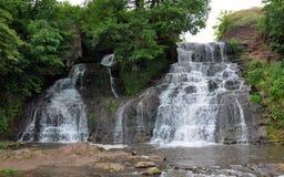 Dzhurinsky Chervonogorodsky vattenfall i Ukraina arkivfoton