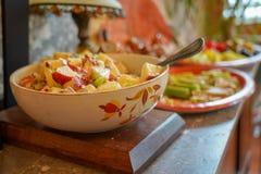 Dziękczynienia obiadowy jedzenie wykładający dla słuzyć zdjęcia royalty free