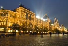 DZIĄSŁO (stan cechy ogólnej sklep) na placu czerwonym przy nocą, Moskwa Obrazy Stock