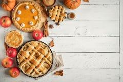 Dziękczynienie bania i jabłczani różnorodni kulebiaki fotografia royalty free