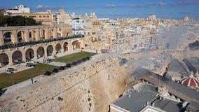 Działo ostrzał na Salutować baterię w Valletta, Malta zbiory wideo