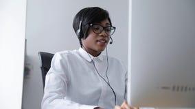 dział obsługi klienta amerykanin kobieta Pracuje W centrum telefonicznym zdjęcie wideo