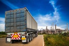 Działająca ciężarówka na drodze obrazy royalty free