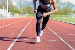 Działające mięśniowe nogi młoda atleta Obraz Royalty Free
