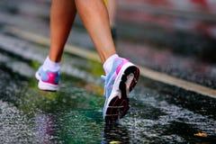 Działającego buta dziewczyny biegacz Zdjęcia Royalty Free