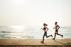 Działający ćwiczenie Trenuje Zdrowego styl życia plaży pojęcie Fotografia Royalty Free