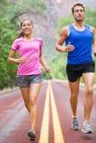 Działający ludzie - dwa biegacza jogging obrazy stock