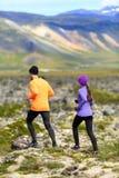 Działający sport - biegacze na przecinającym kraju wlec Obrazy Stock