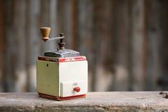 Działający stary drewniany pikantność ostrzarz lub kawa Fotografia Stock