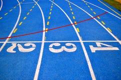 działający szlakowy błękitny kolor Dla sprawności fizycznej lub rywalizaci - Obraz Royalty Free