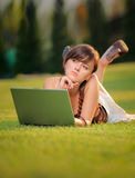 działanie laptopa żeńskich Obrazy Royalty Free