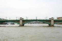Działo Uliczny Kolejowy most Obraz Stock