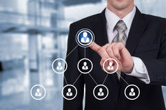 Działu zasobów ludzkich biznesu pojęcie Biznesmen naciska hr ikonę na wirtualnym ekranie Obrazy Royalty Free