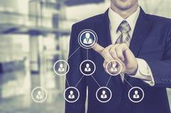 Działu zasobów ludzkich biznesu pojęcie Biznesmen naciska hr ikonę na wirtualnym ekranie Zdjęcie Royalty Free
