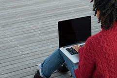 działanie laptopa kobiety Zdjęcie Royalty Free