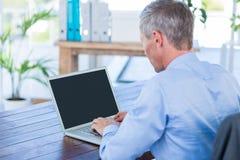 działanie laptopa komputerowy biznesmena Fotografia Stock