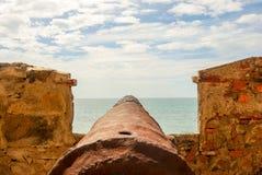 Działo celuje out otwarte morze Obraz Royalty Free