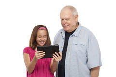 Dziad i wnuczka z cyfrową pastylką Fotografia Royalty Free