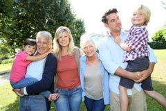 Dziadkowie, rodzice i dzieci bierze spacer, obraz royalty free