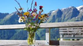 Dzicy kwiaty w szkle Obrazy Royalty Free