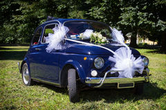 Dzień Ślubu: Rocznik włoszczyzny samochód Zdjęcie Stock