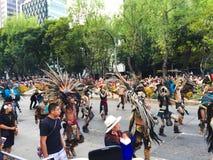 Dzień śmiertelny parada azteków chodzić Obrazy Stock